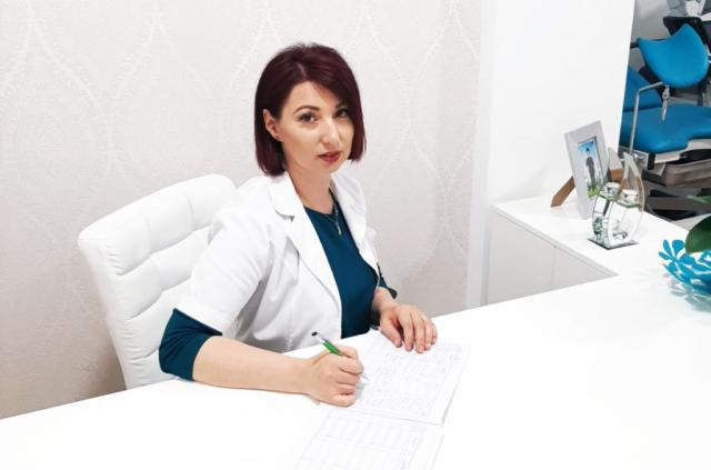Dr Natalia Palacean (doctor ginecolog femeie)